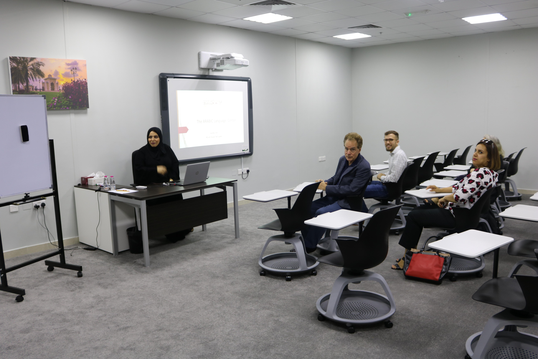 الجامعة الأمريكية بالشارقة في زيارة لمركز اللسان العربي للناطقين بغير اللغة العربية