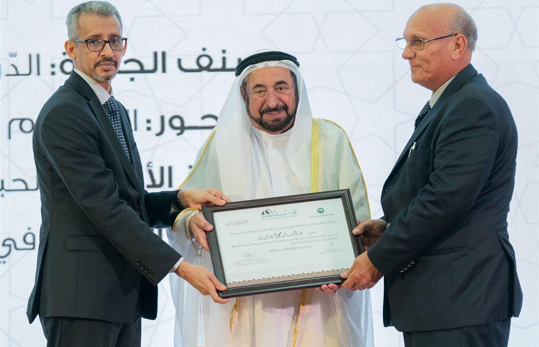 حاكم الشارقة يشهد تكريم الفائزين بجائزة الشارقة الألكسو في دورتها الثالثة، ويفتتح المقر الجديد للمركز التربوي للغة العربية