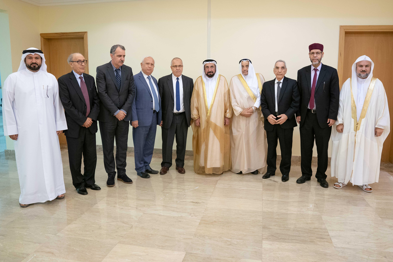 حاكم الشارقة يلتقي أعضاء الهيئة العلمية لجائزة الشارقة الأليكسو للدراسات المعجمية واللغوية
