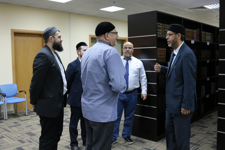 زيارة وفد جامعة قازان الروسية لمجمع اللغة العربية بالشارقة